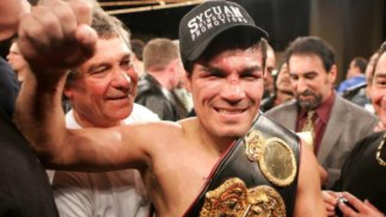 Baldomir anunció su retiro del boxeo profesional después de 21 años de e...