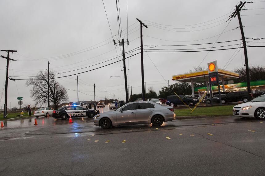 Tornados dejan una docena de muertos en Texas GettyImages-502601356_mast...