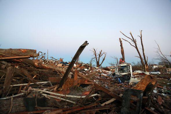"""""""Fuertes tornados que se desplazan rápidamente, importantes tormentas, g..."""