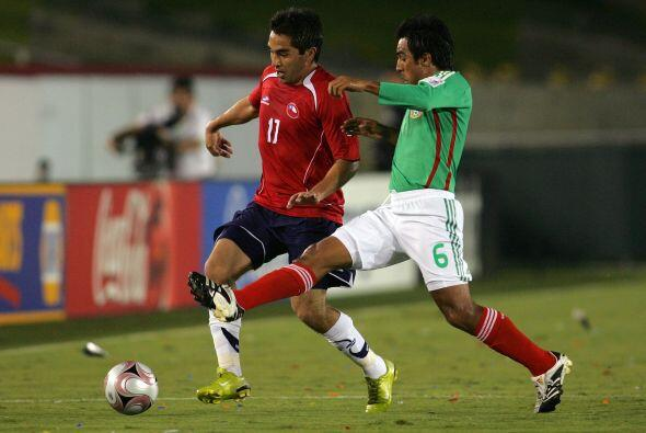 Un año más tarde México recibía en juego amistoso a Chile, el conjunto c...