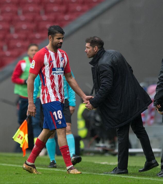 Valencia factura errores y vence al Deportivo La Coruña gettyimages-9018...
