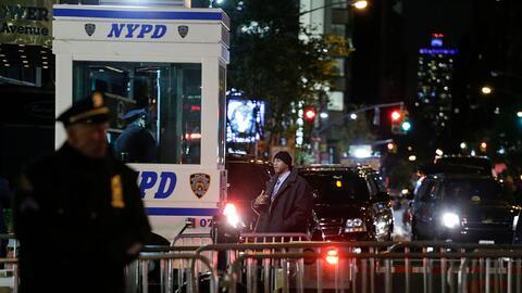 Imagen del 20 de noviembre de policías que custodian la Torre Tru...