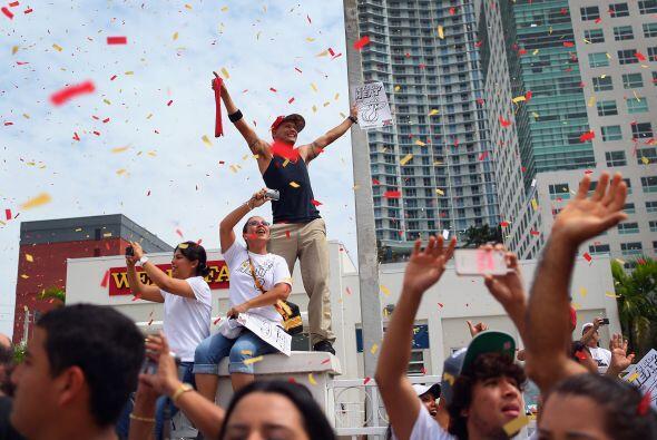 El desfile comenzó a las en la famosa Calle Ocho y la 2da Avenida, trans...