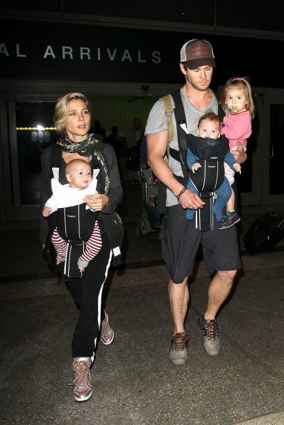 Su guapísimo esposo, Chris Hemsworth, cargó a dos de sus hijos.