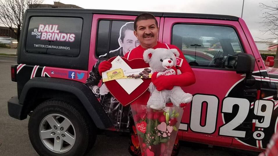 El Turky celebra el amor con radioescuchas en Houston  16684279_10155117...