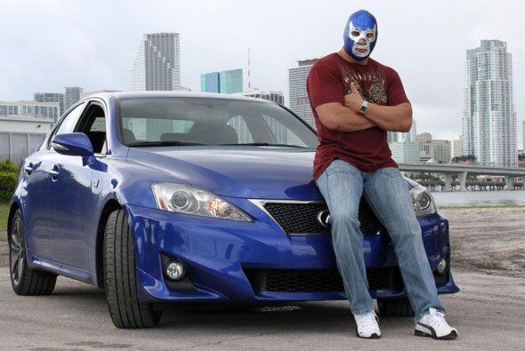 Claro, al momento de elegir un auto, optó por este Lexus ISF súperdeport...