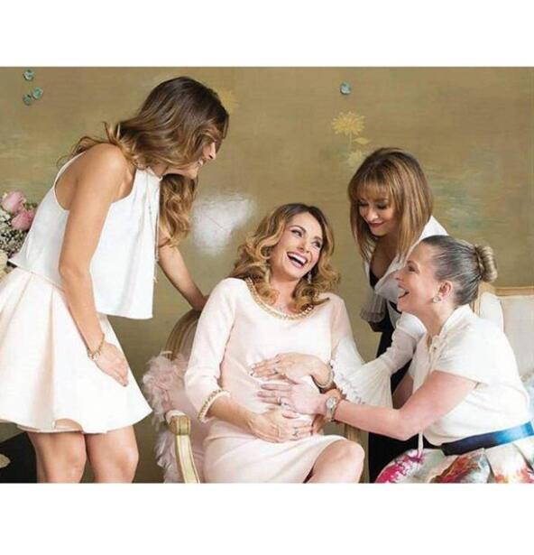 Así luce Elizabeth Álvarez a unos días de dar a luz a sus gemelos