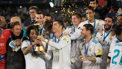 Así recibió el Real Madrid el trofeo de campeón del mundo