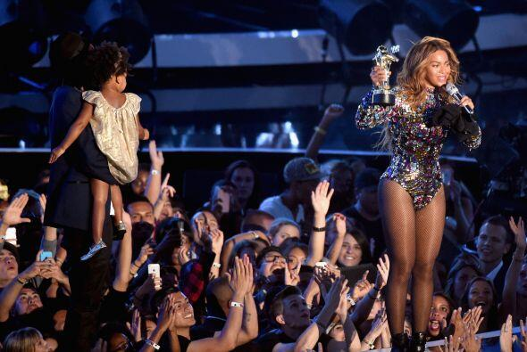 """CELEBRACI""""N EN FAMILIA. En agosto de 2014 Beyoncé fue la reina de los MT..."""