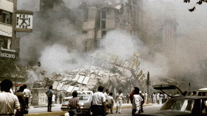 Imágenes de los desastres provocados por el terremoto de 8,1 que...