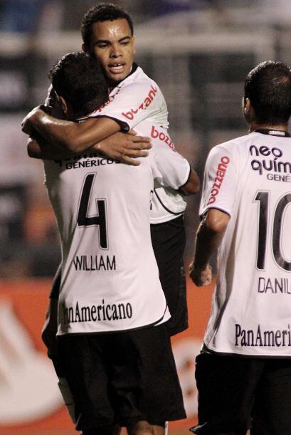Corinthians quiere dar la nota, y además de pretender a Carlos Tévez ya...