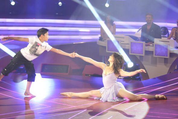 A los pequeños no les representó una dificultad bailar jun...