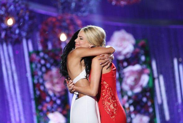 Audris abrazó a su amiga para darle fuerza.
