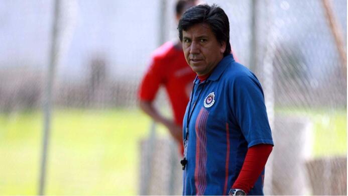 Raúl Arias: Sólo dirigió 7 partidos en el Apertura 2009, fue despedido l...