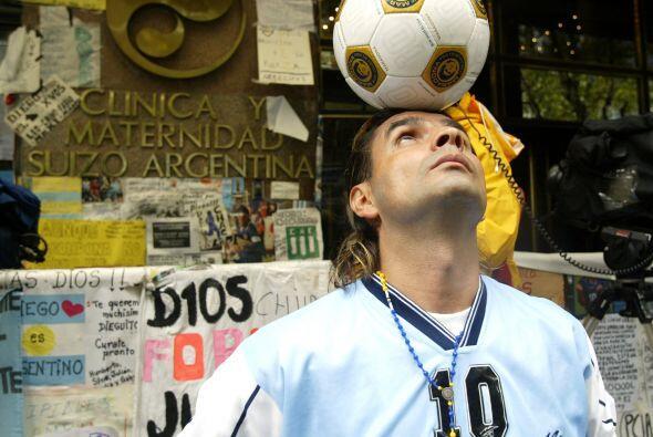 En el ámbito del fútbol, el mexicano Adalberto Sanchez cabeceó un balón...