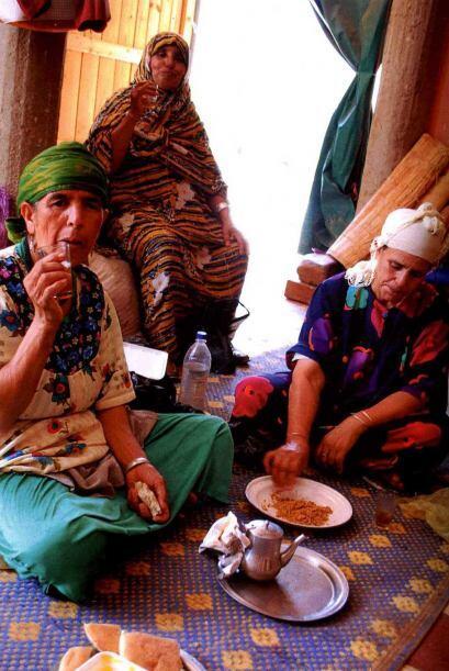El aceite del lodo Rasshoul es usado por las mujeres en Marruecos hace m...