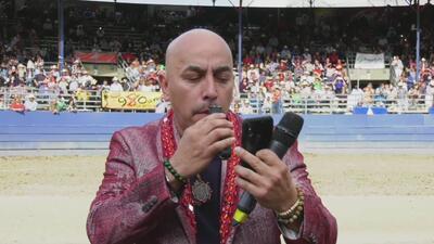 En video: el momento en que Lupillo Rivera se rasura el bigote tras el triunfo de el Tri
