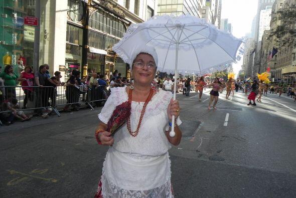 imágenes en el desfile de la Hispanidad 5d71b83d6d434a53a8b41f3e8a9d638a...