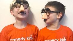 Dos niños de 8 años recaudan 30,000 dólares para apoyar la investigación...