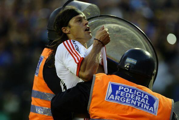 El veterano Matyas Almeida de River fue expulsado en el clásico ante Boc...
