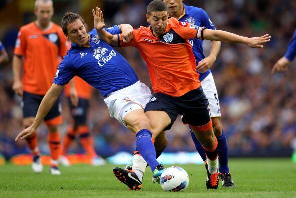Por otra parte, Everton se aprovechó del Queens Park Rangers y se llevó...
