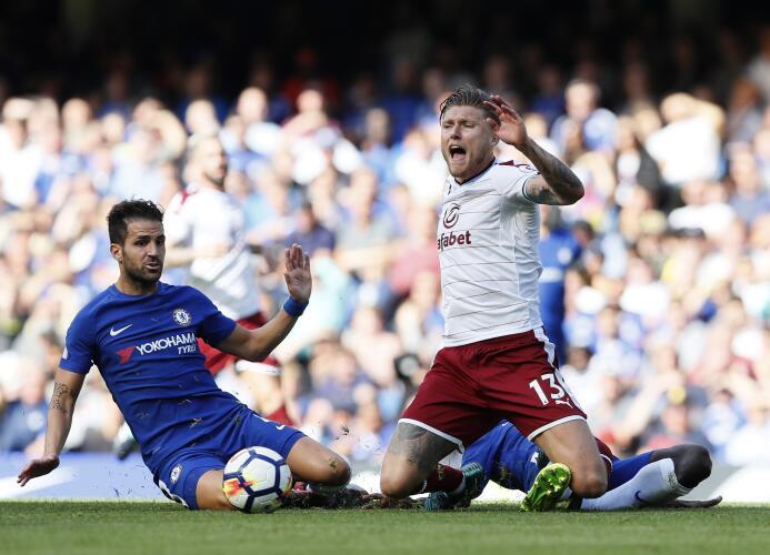 Sorpresiva derrota del Chelsea como local en su debut tras ser campeón d...