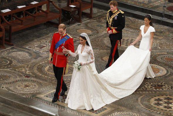 ¡Con ustedes los Duques de Cambridge! El nuevo título de William y Cathe...