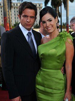 La venezolana Scarlet Ortiz llegó del brazo de su media naranja Yul Berkle.