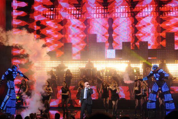 El concierto fue breve, si se toma en cuenta que fue un remix de los gra...