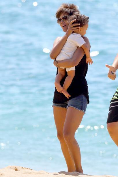 Después de la vuelta, Halle se hizo cargo de su nene.