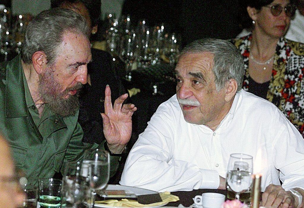 Fidel Castro y el escritor colombiano Gabriel García Márqu...