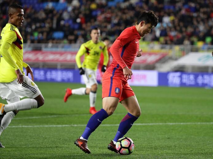 Colombia tropezó en su visita a Corea del Sur gettyimages-872443068.jpg