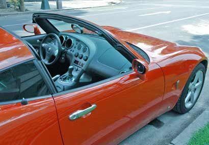 Lo malo de esta configuración en este auto es que no hay donde poner el...