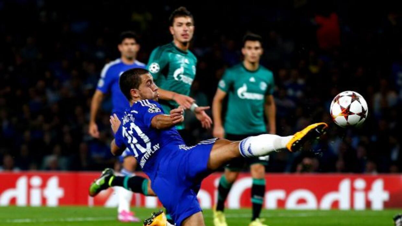 El jugador belga intentó anotar un golazo con este recurso.