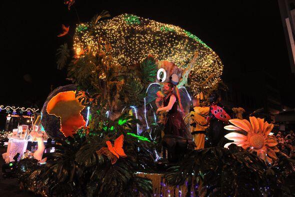 Costa Rica inicia las celebraciones de Navidad con el tradicional Festiv...