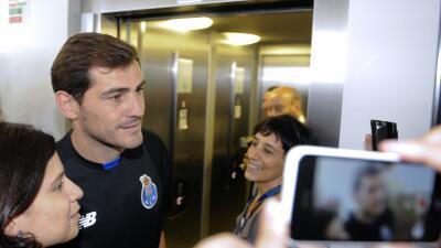 iker con aficionados del Porto