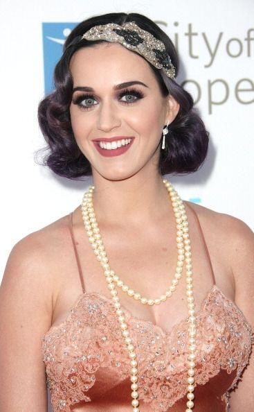 Un sello súper característico de las 'pin up' son los adornos en su cabe...