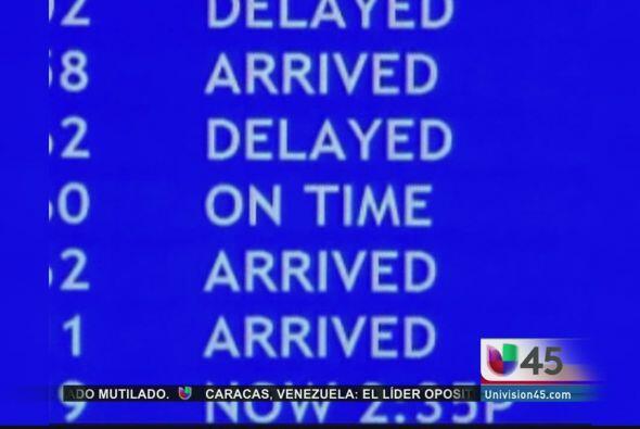 Luego de largos retrasos en múltiples aeropuertos del país, el senado fe...