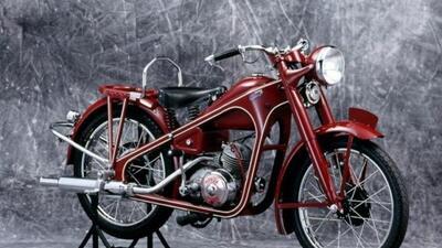 Honda comenzó la producción masiva de motocicletas en 1949 cuando se con...