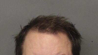 Arrestan al padre de tres niños que fueron asesinados en su apartamento en California