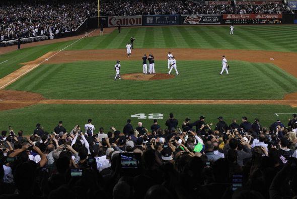 El estadio se mantuvo de pie y rompiendo en ovaciones por más de 4 minutos.