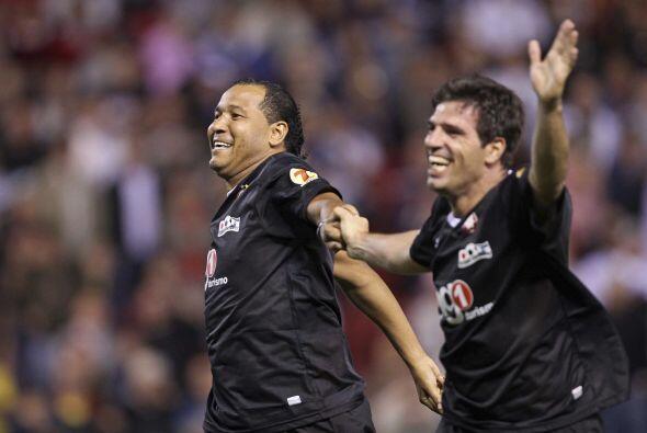 Mientras tanto los goles seguían apareciendo y los 'Amigos de Paraná' fe...