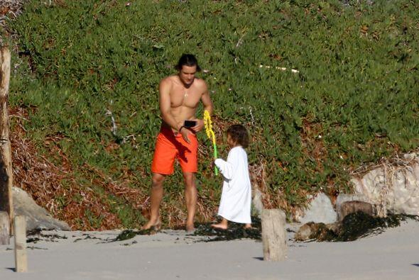 El actor y su pequeño disfrutaron de las playas de Santa Bárbara, Califo...