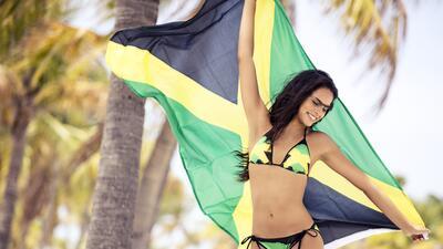 Natasha Peitersen, la mujer que lleva con sensualidad los colores de Jamaica en amistosos