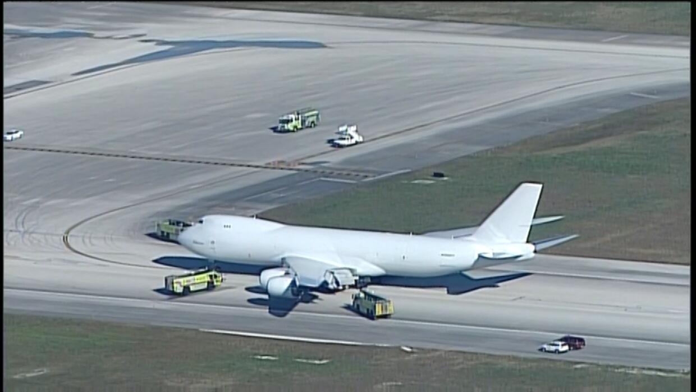 Avión de carga aterriza de emergencia en el MIA