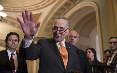 El líder de la minoría en el Senado, el demócrata C...