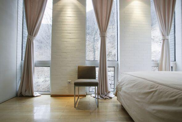 Lo ideal también es que combines las cortinas con el color de la pared.
