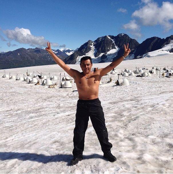"""Y mientras se encontraba en Alaska fue retado a realizar el """"Ice Bucket..."""