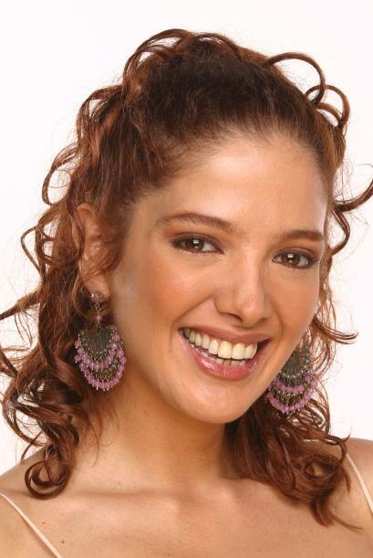 """En el 2003 Adela protagonizó """"Amor Real"""" junto a los galanes Fernando Co..."""