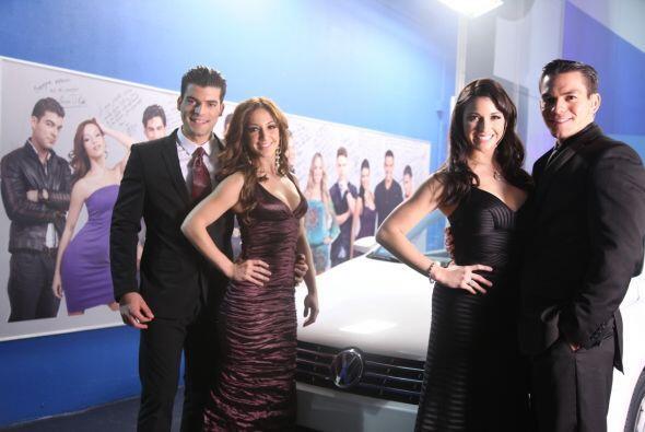 Los finalistas muy elegantes posaron para el lente de Univision.com